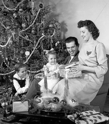 Newtons Solicitors - Xmas Image - Family Scene